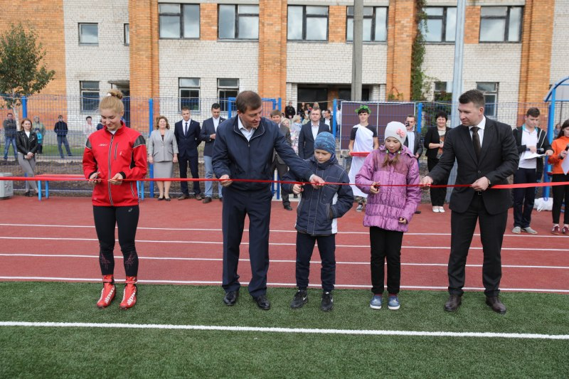 Островские дети получили в подарок к новому учебному году современную спортивную площадку, фото-1