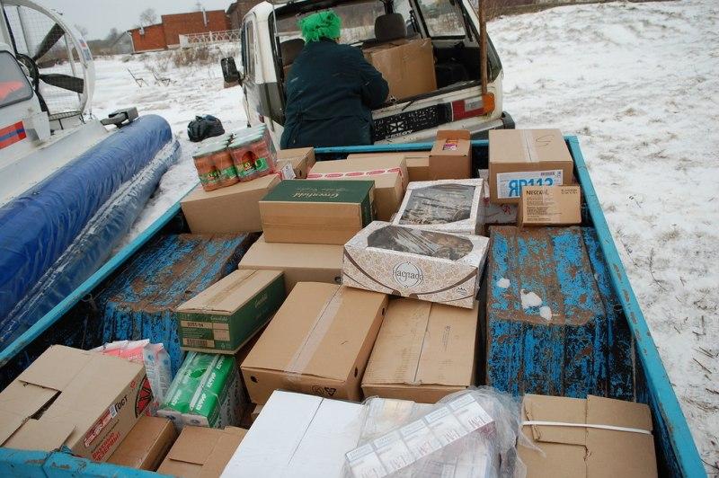 Жителей Псковского озера обеспечивают продуктами питания и промтоварами с помощью спасателей, фото-3
