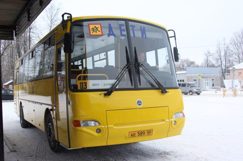 В Псковской области вышли на линию восемь новых школьных автобусов, фото-1