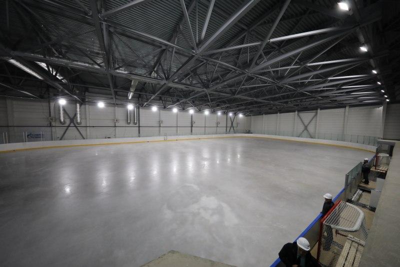 Михаил Ведерников первым встал на лед нового ФОКа в Великих Луках, фото-1
