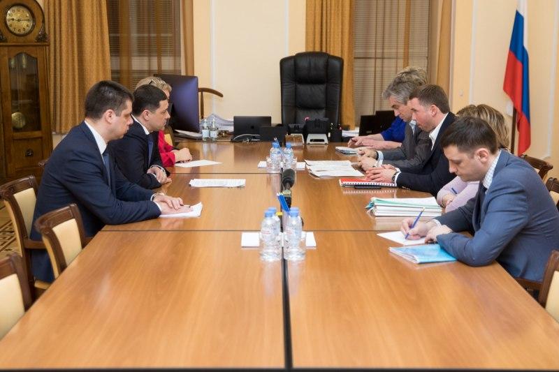 Псковский губернатор заработал 5,5 млн., его супруга