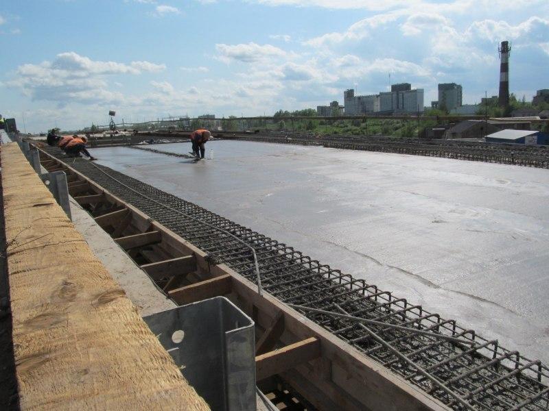 Строители продолжают устройство оснований проезжей части путепровода в Великих Луках, фото-5