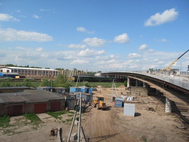 Строители продолжают устройство оснований проезжей части путепровода в Великих Луках, фото-6