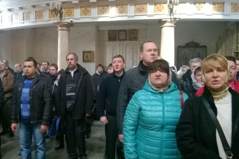 Андрей Турчак вместе с православными принимает участие в богослужении по случаю начала Светлой Седмицы, фото-1
